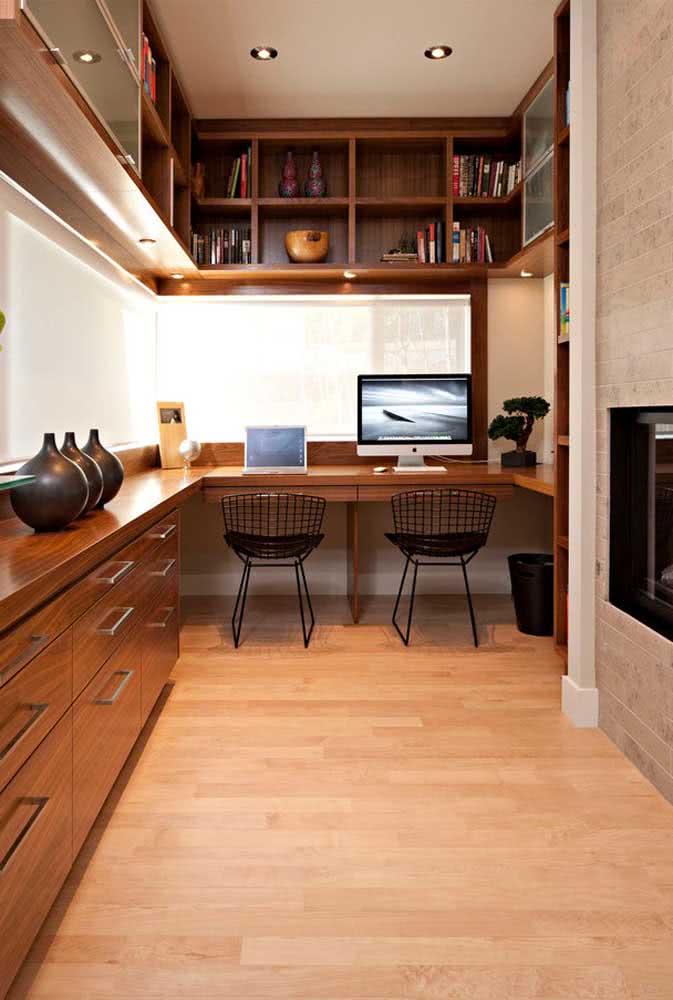Cadeira Bertoia preta no home office clássico