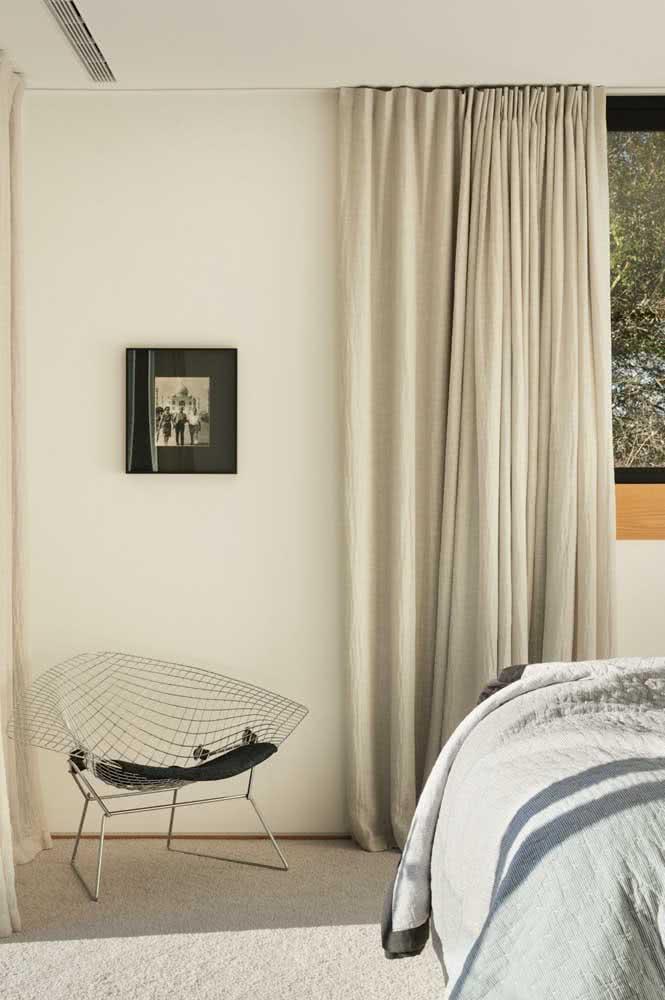 Poltrona Bertoia na decoração do quarto do casal: conforto e funcionalidade