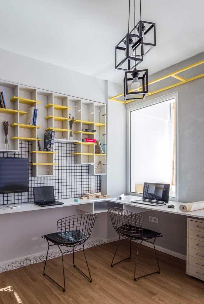 A cadeira Bertoia também fica perfeita na decoração de quartos juvenis
