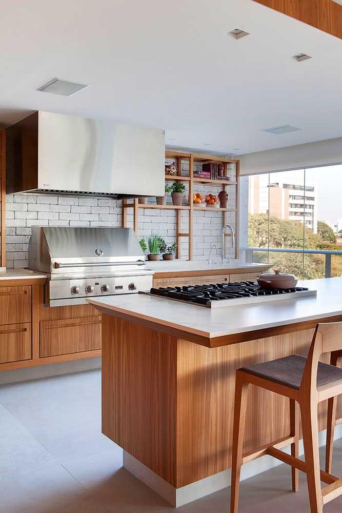 Churrasqueira a gás com coifa para apartamento: ideal para espaços maiores