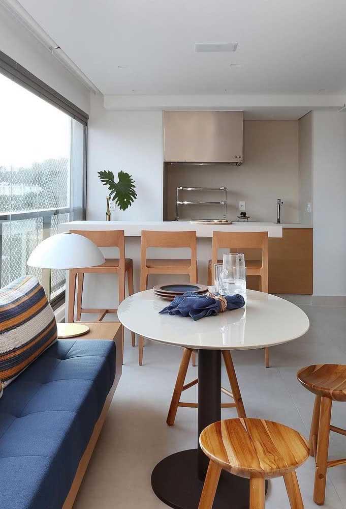 A coifa é essencial em uma área de churrasqueira de apartamento