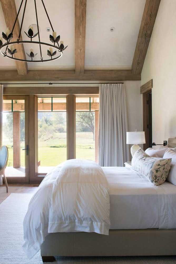 Iluminação natural também é uma forte característica dos quartos rústicos