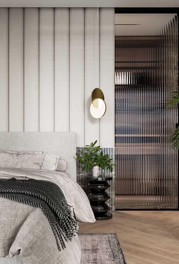 Porta de vidro canelado para o closet do quarto: opção elegante e muito bonita