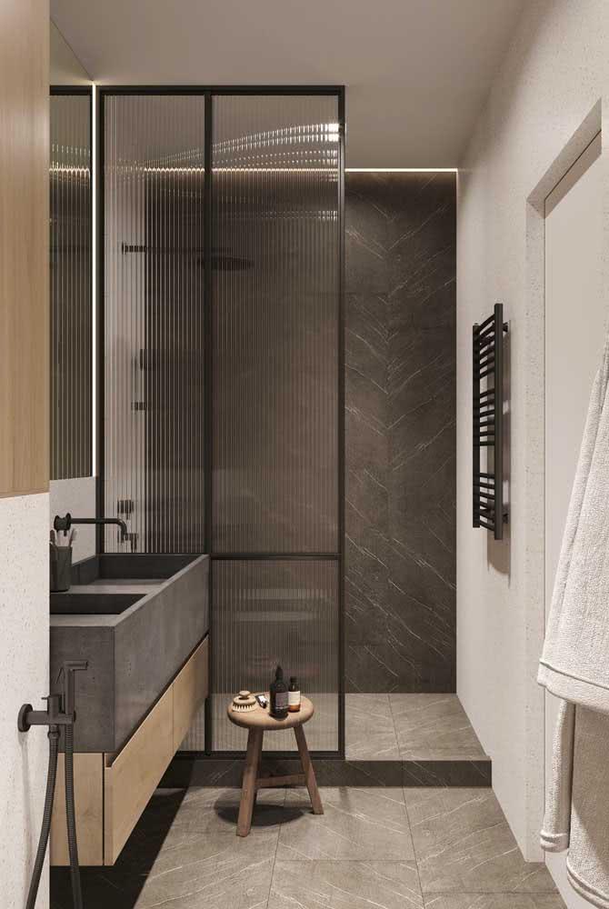 Box de banho feito com vidro canelado: mais fácil de limpar