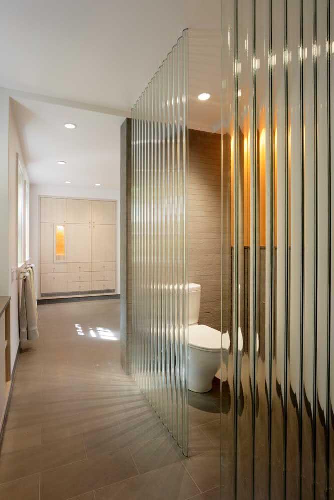 Pra que paredes se você pode usar vidro canelado?