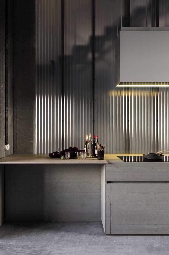 O vidro canelado confere um visual clean e elegante para o projeto da cozinha