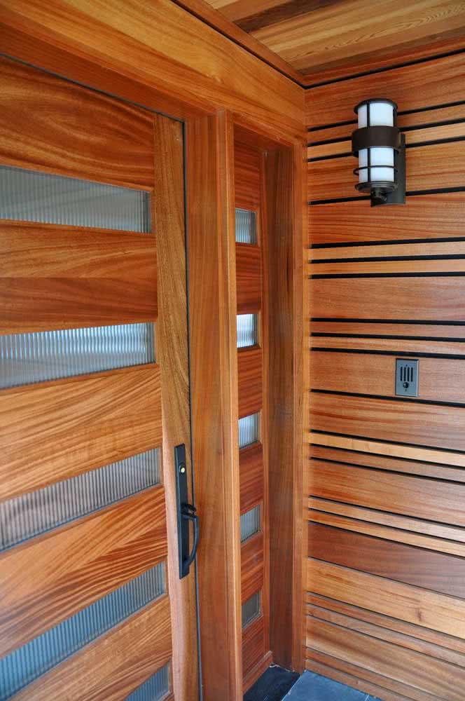 Detalhes com vidro canelado nas portas