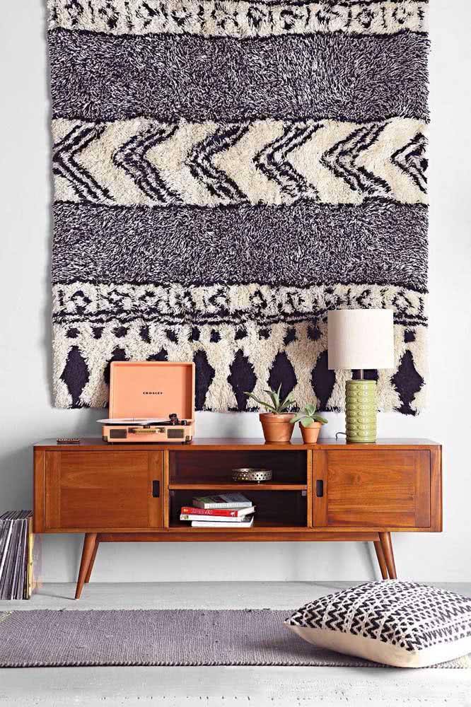 O tapete árabe é tão lindo que pode servir como painel decorativo na parede