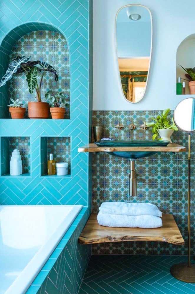 Banheiro árabe em tons de azul para trazer frescor e relaxamento