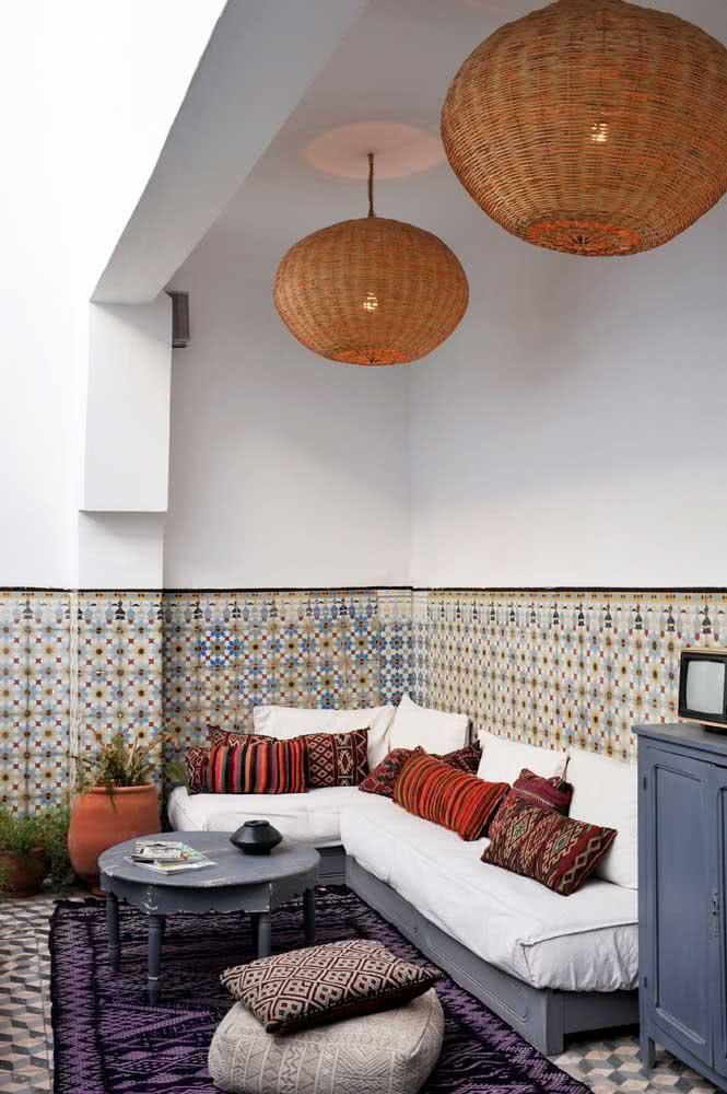 Os tons de azul se destacam nessa inspiração de decoração árabe