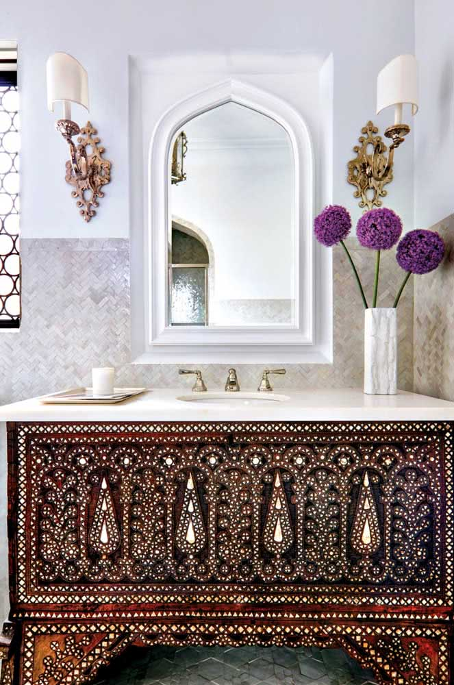 Decoração árabe no banheiro regada a muita riqueza de detalhes