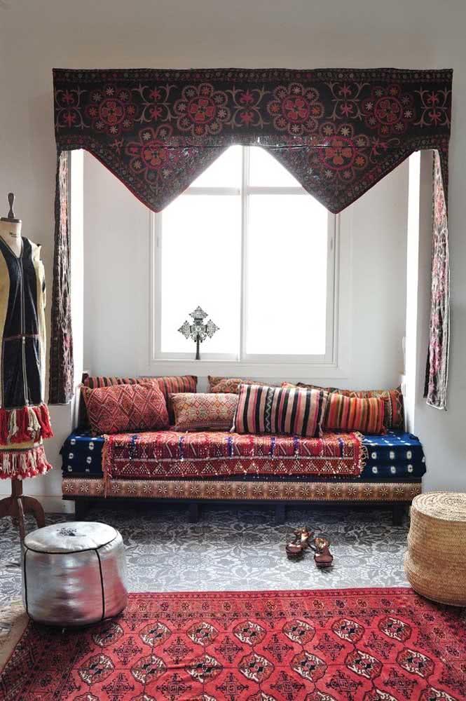 Por aqui, as cores típicas da decoração árabe são facilmente percebidas