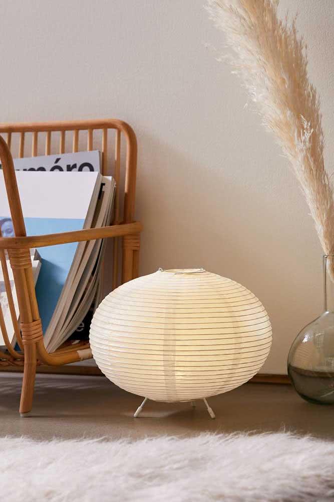 Que tal uma lanterna japonesa no chão? Ideia criativa e original