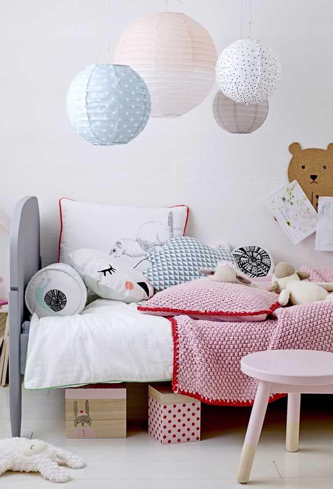 Não é a coisa mais fofa do mundo esse quarto infantil decorado com lanternas japonesas?