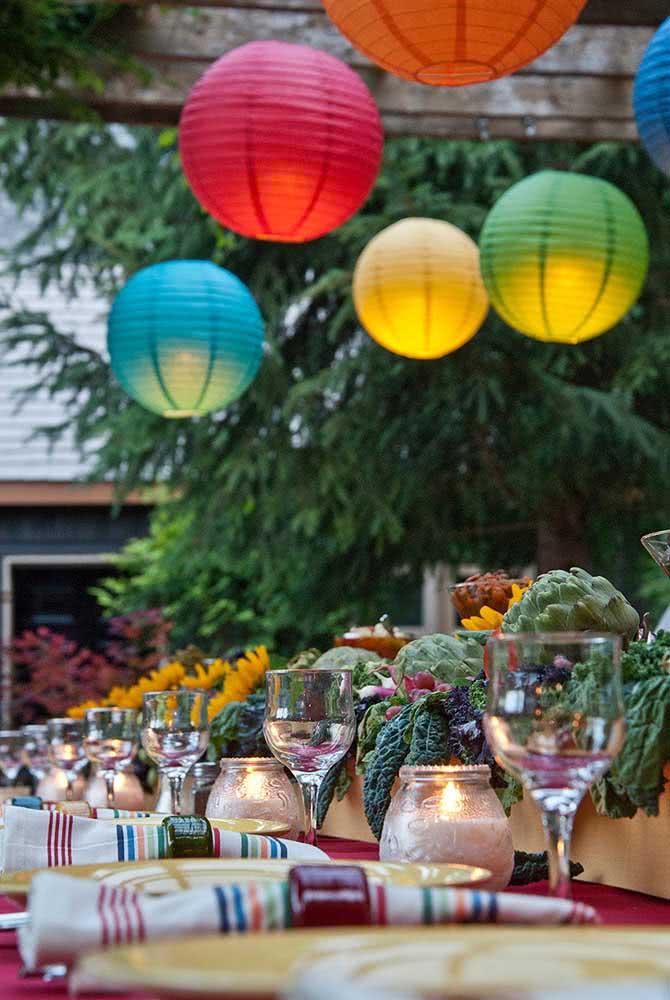Lanternas japonesas coloridas para alegrar a festa