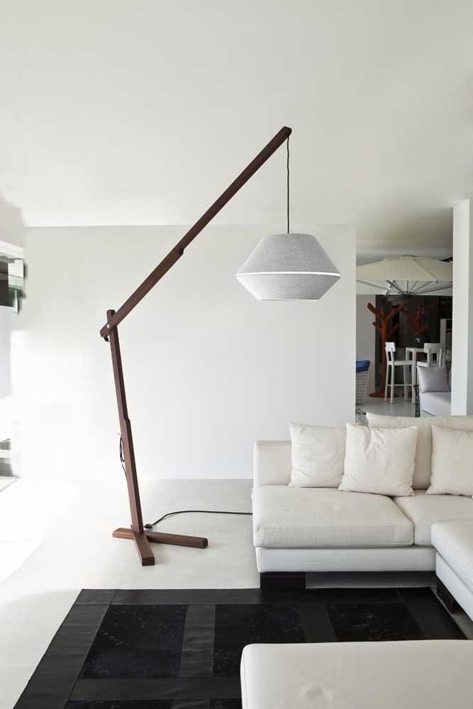 Existem vários modos diferentes de usar uma lanterna japonesa, incluindo a luminária de chão