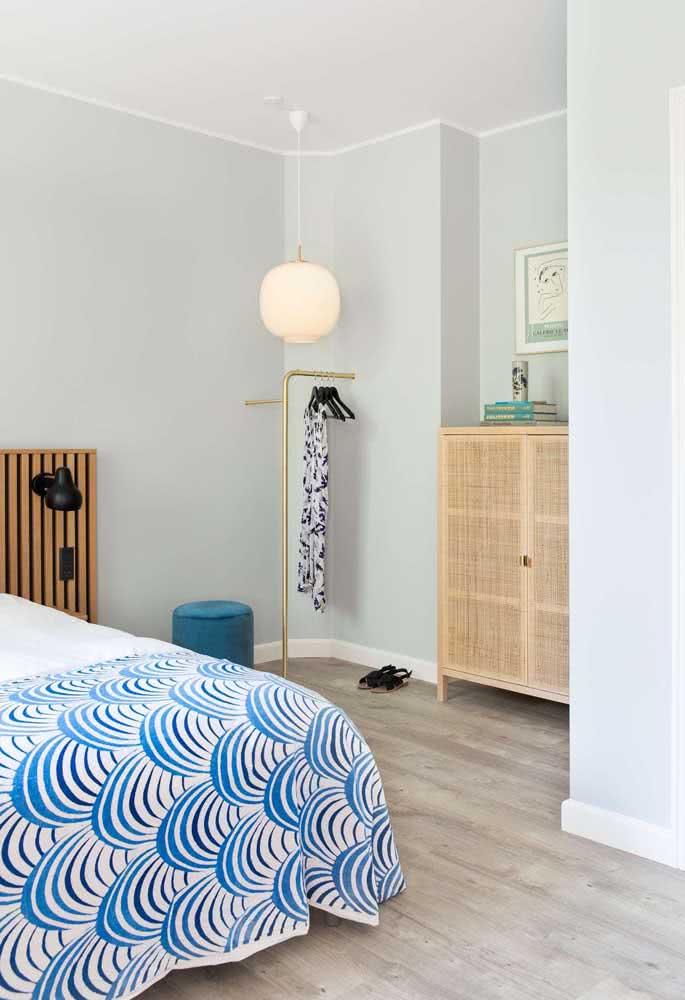 Elegante e delicada, a lanterna japonesa complementa a decoração do quarto