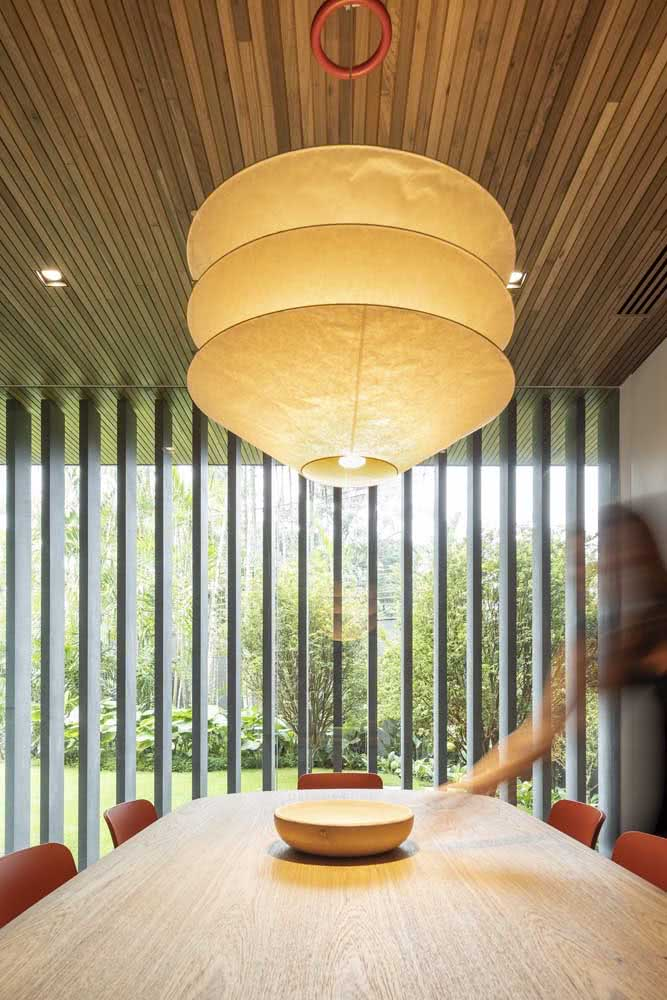 Lanterna japonesa moderna para iluminar o centro da mesa de jantar