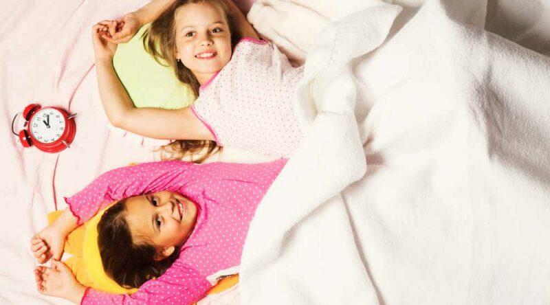 Brincadeiras para festa do pijama: dicas para deixar a noite das crianças mais animada