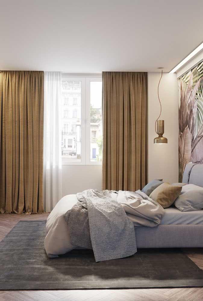 Para um quarto de casal mais aconchegante, aposte em cortinas cor mostarda