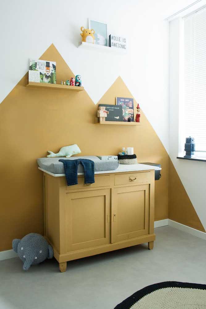 Parede e mobília na mesma cor mostarda. Um charme só!