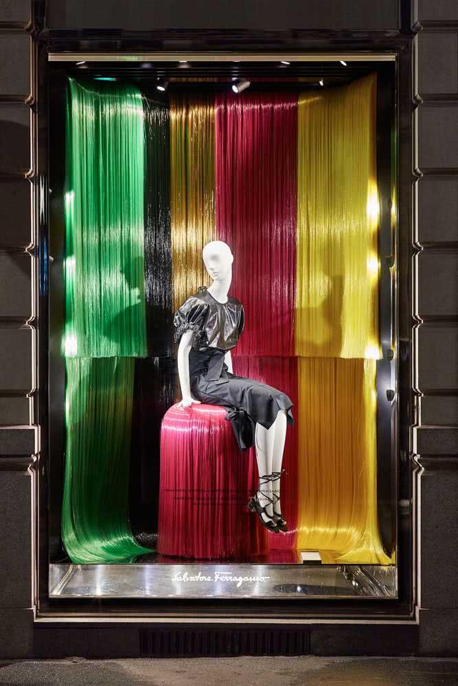Vitrine de carnaval colorida e sofisticada