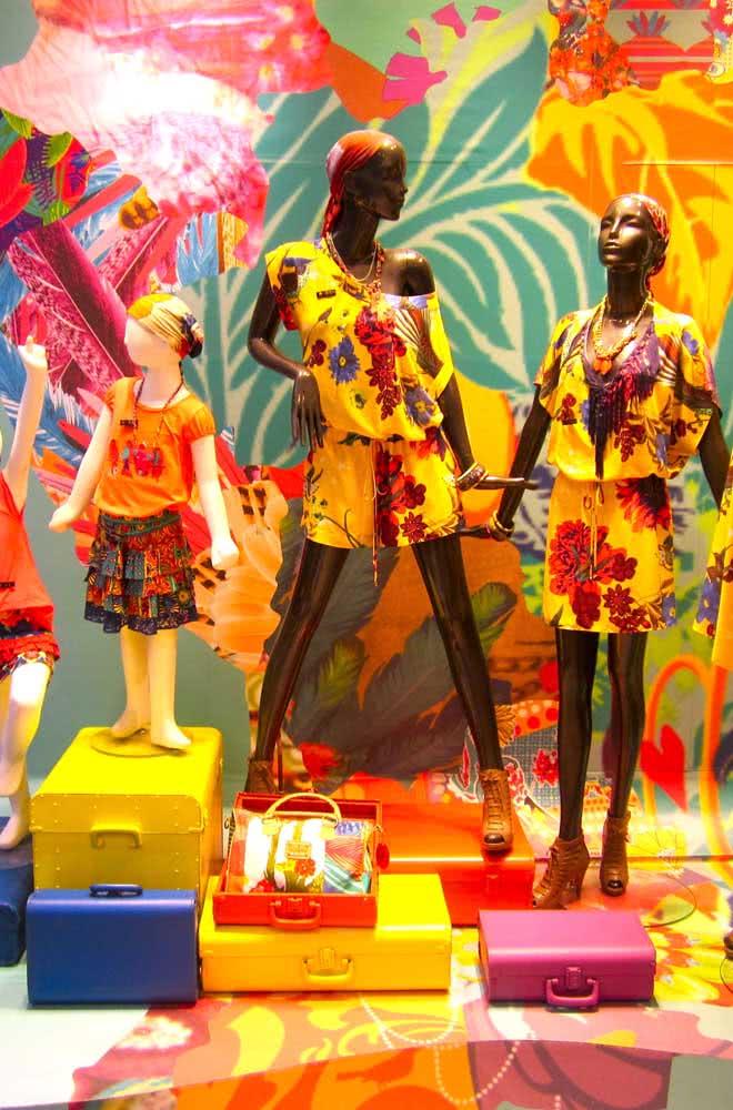 Você pode aproveitar para sugerir looks carnavalescos para seus clientes