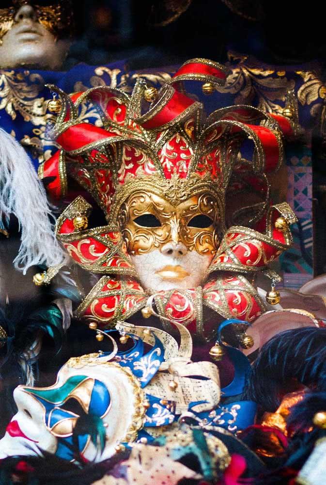 As máscaras são marca registrada da decoração de vitrines para o carnaval