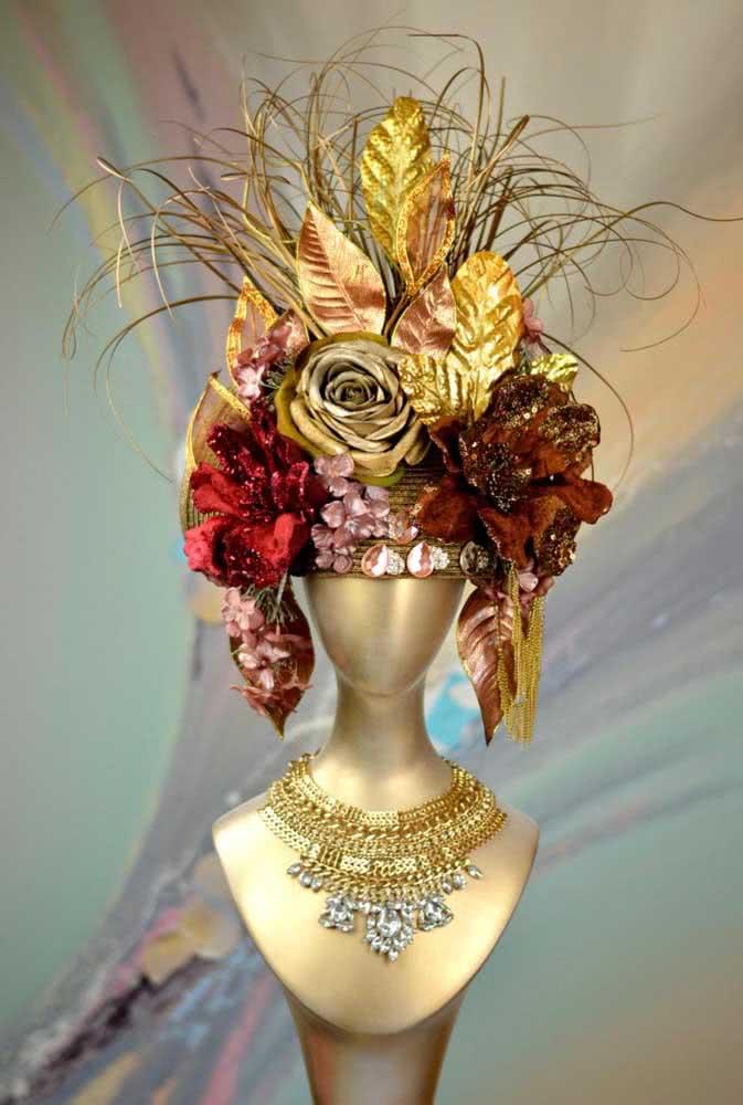 A loja de joias apostou em enfeites de cabeça para a vitrine de carnaval