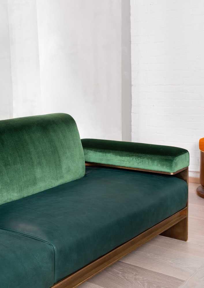 E se você olhar bem, o sofá verde não é todo verde...ele traz nuances de azul também