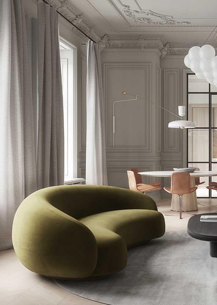 Formas orgânicas para o sofá verde oliva
