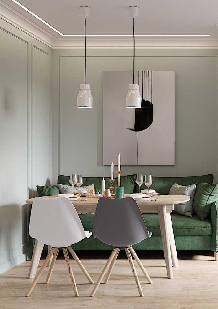 Sofá verde claro compondo a sala de jantar minimalista