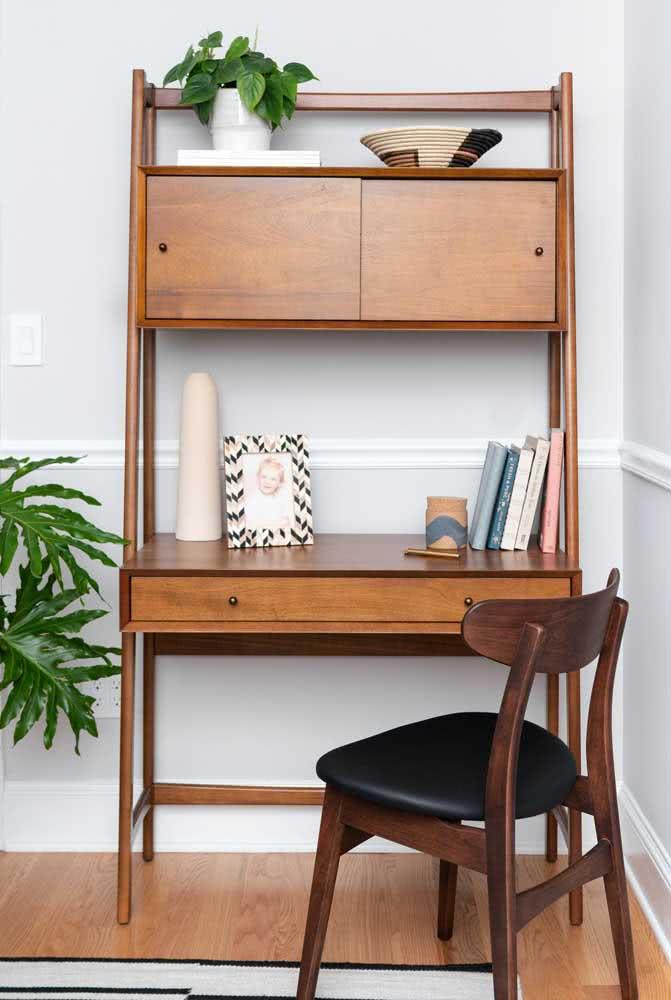Com poucos móveis você resolve o cantinho de estudos e ainda o deixa lindo