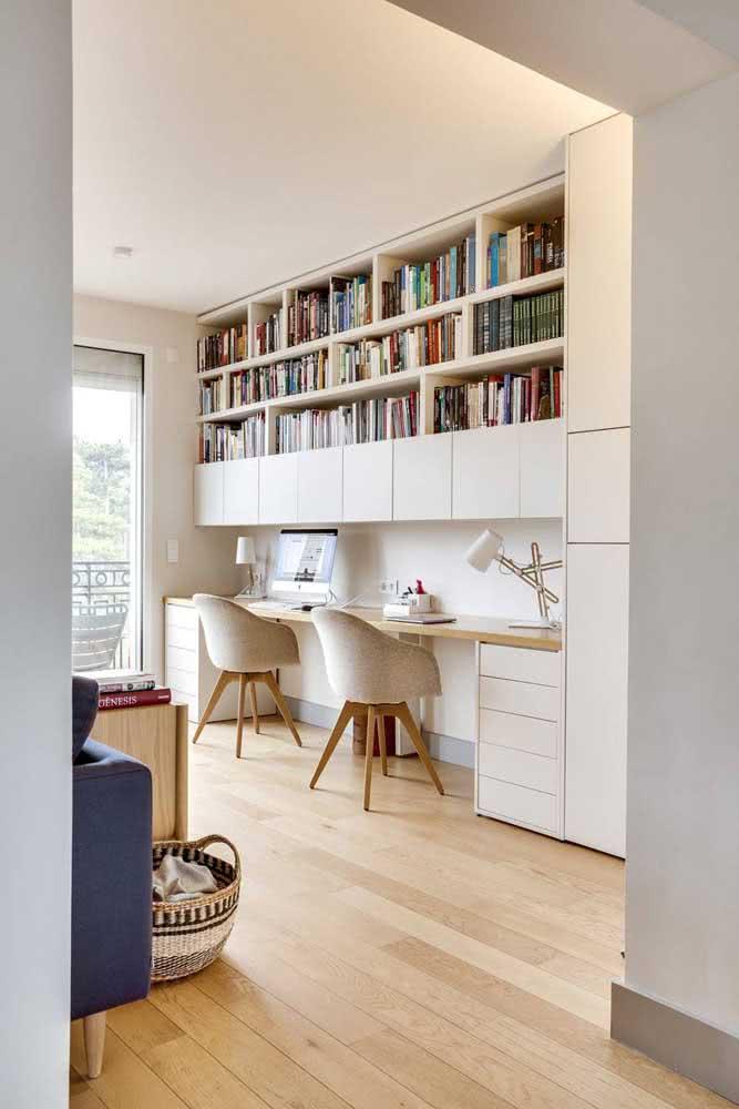 Muitos livros? Então tenha um espaço reservado só para eles no cantinho de estudo