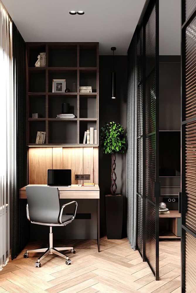 Um cantinho de estudo sofisticado graças a cor preta