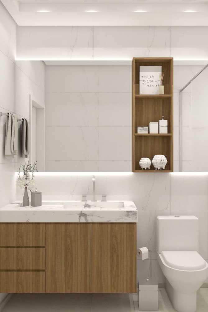 Pia pequena de banheiro feita em porcelanato e em harmonia com o revestimento da parede