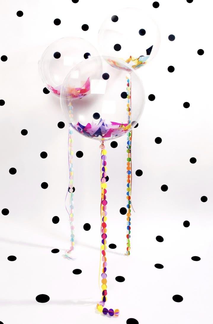 Papel picado dentro dos balões: uma incrível ideia para decorar a sua festa.