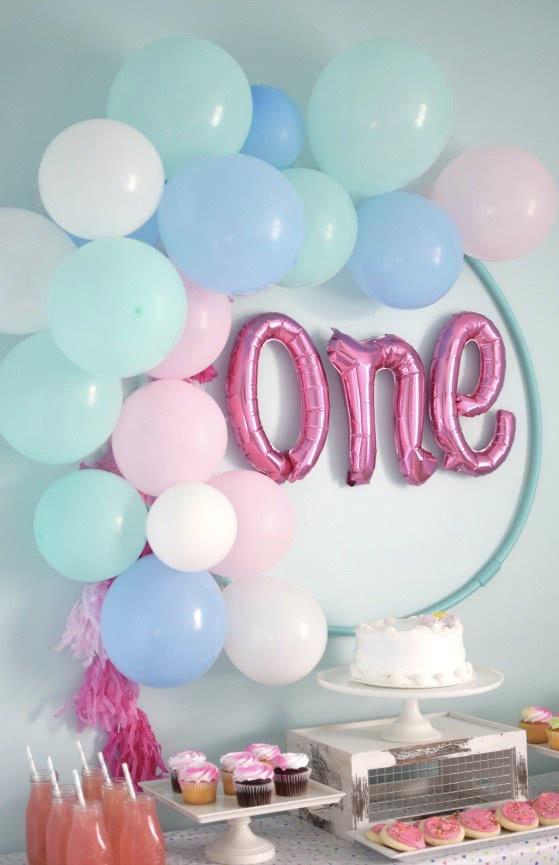 Balões para decorar uma festa infantil de 1 ano de idade.