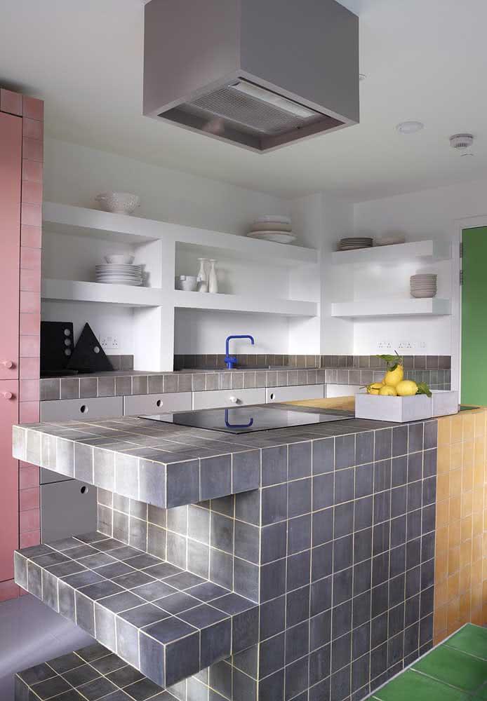 As pastilhas coloridas deixam a cozinha com mais destaque!