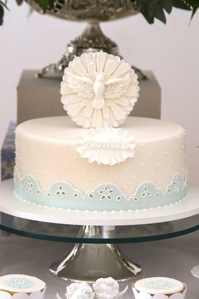 Decoração de bolo simples para festa de batizado