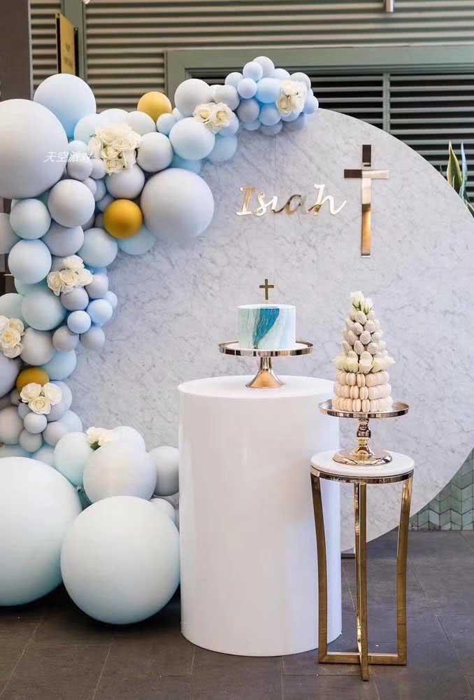 Decoração completa da mesa com bolo