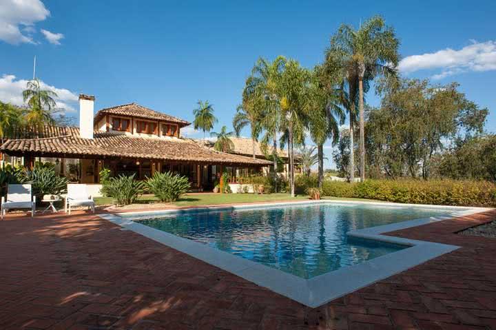 Casa de campo com área de lazer e piscina integradas