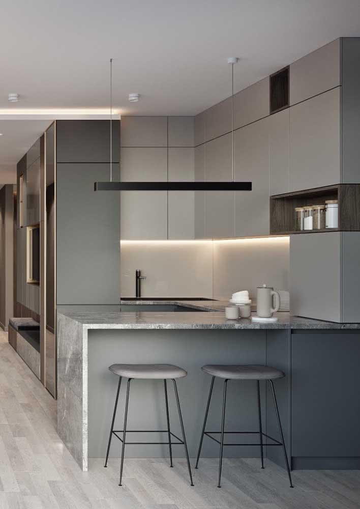 Cozinha americana simples e minimalista na cor cinza