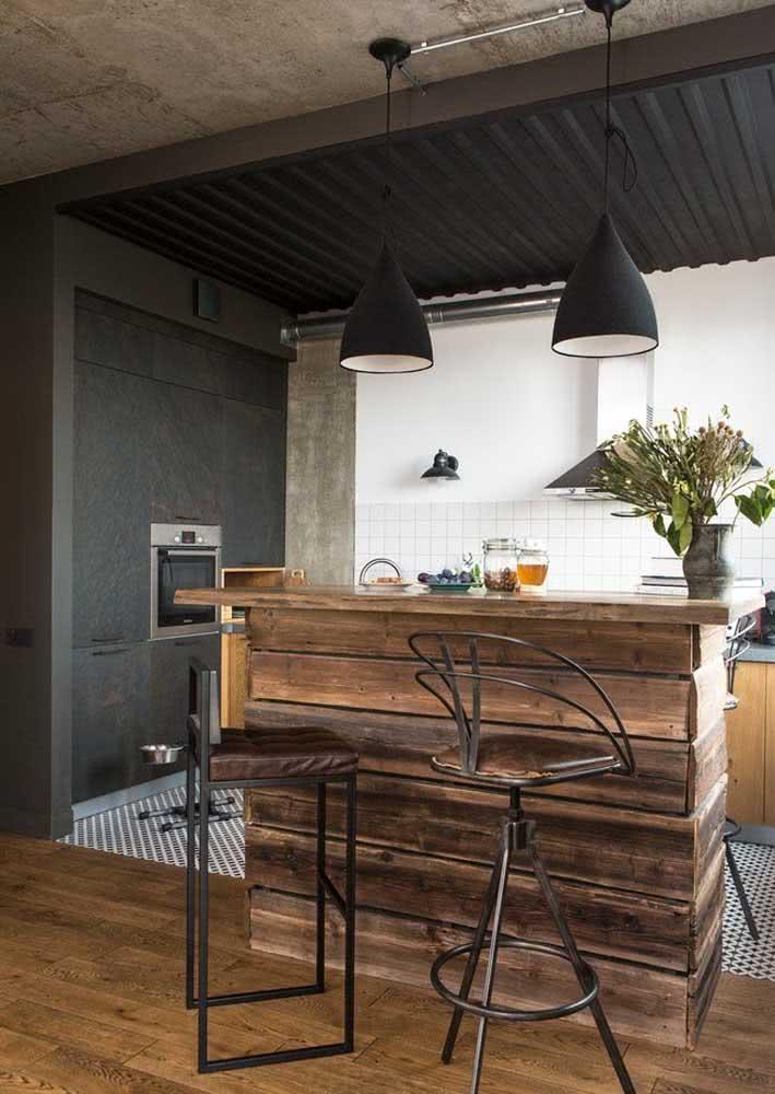 Cozinha americana simples com ilha de madeira