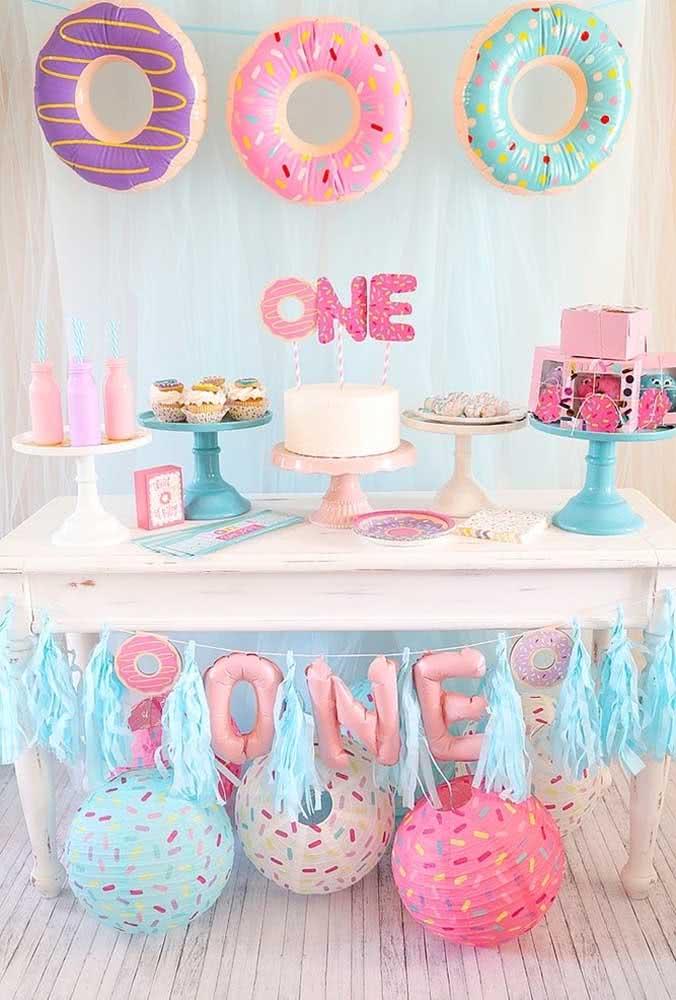 Em uma festa infantil mais simples, o que vale é usar a criatividade na hora de preparar a decoração.