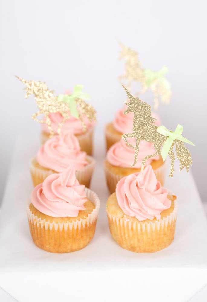 O cupcake é um doce que não pode faltar nas festas infantis, mesmo que seja algo bem simples.