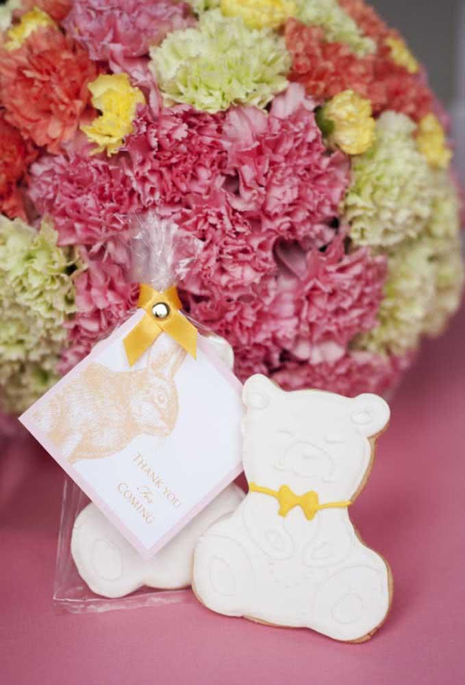 Usar os ursinhos como tema de festa infantil é uma excelente opção, já que é fácil de fazer a decoração e é tudo muito simples.