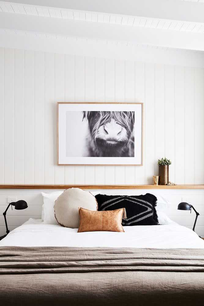 Se preferir, a manta não precisa ser completamente esticada, pode ficar só na peseira da cama