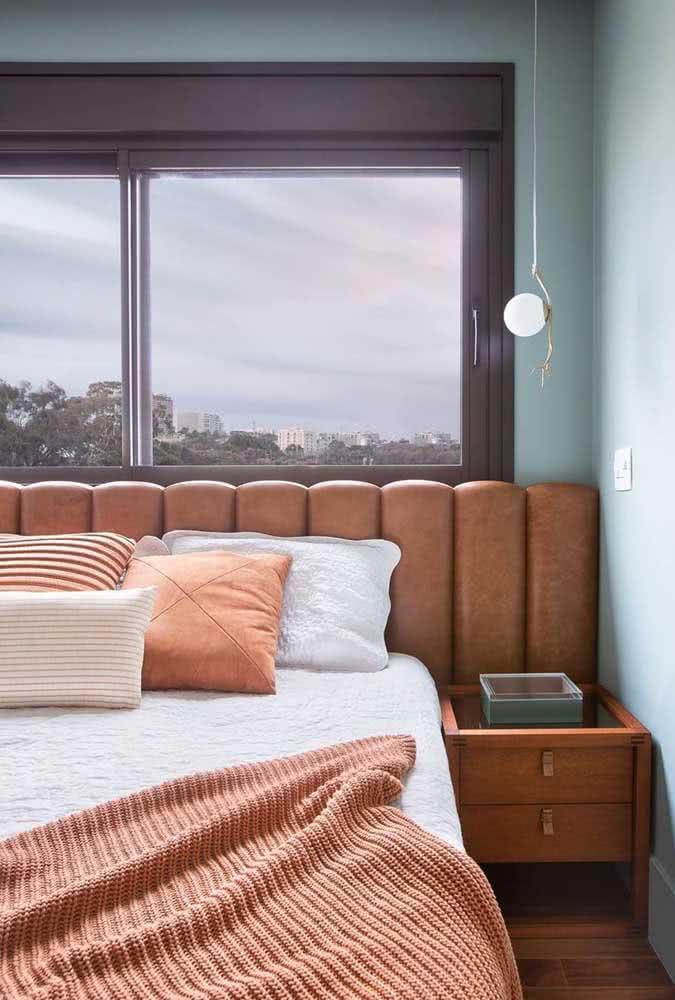 Cabeceira e roupa de cama em harmonia