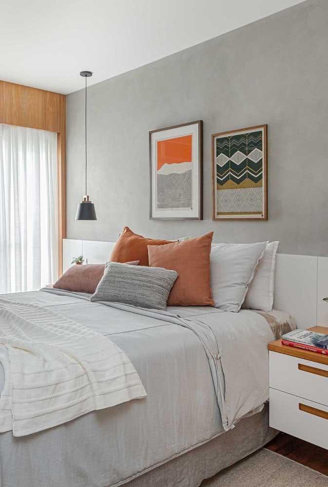 Crie um efeito natural e despojado na sua cama com as almofadas levemente desordenadas